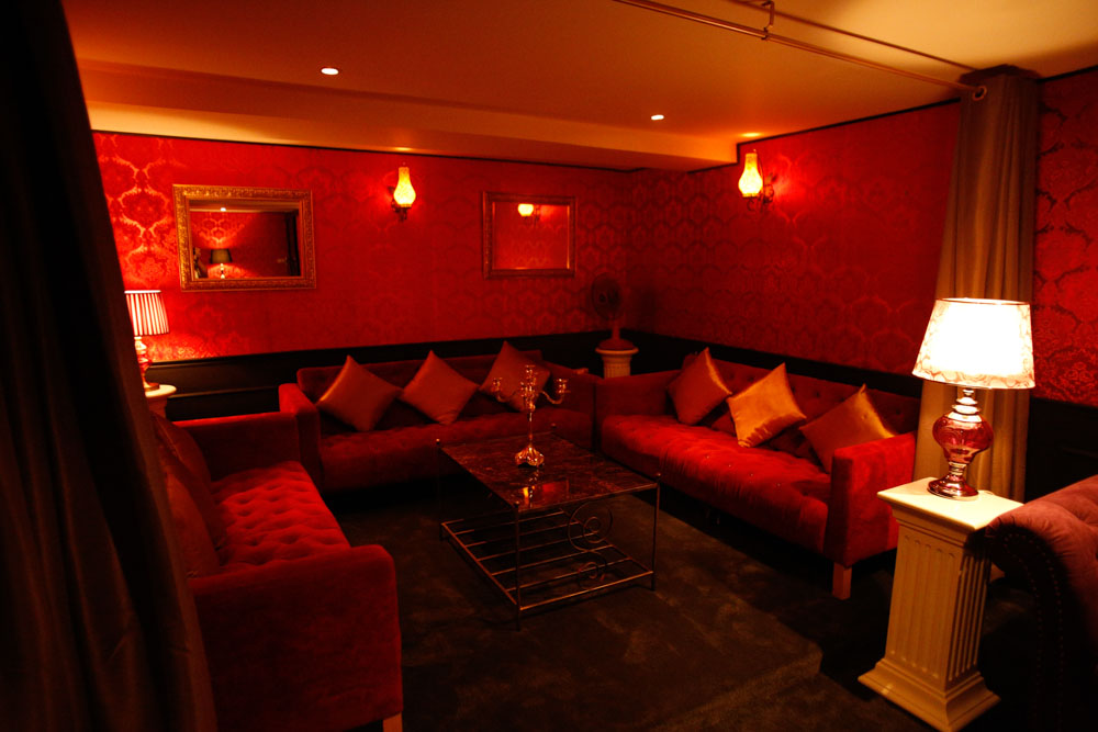 102 massage Club- Private Lounge